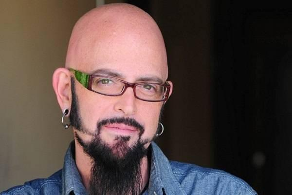 Passion for animals ties jackson galaxy to the pet food for Jackson galaxy images