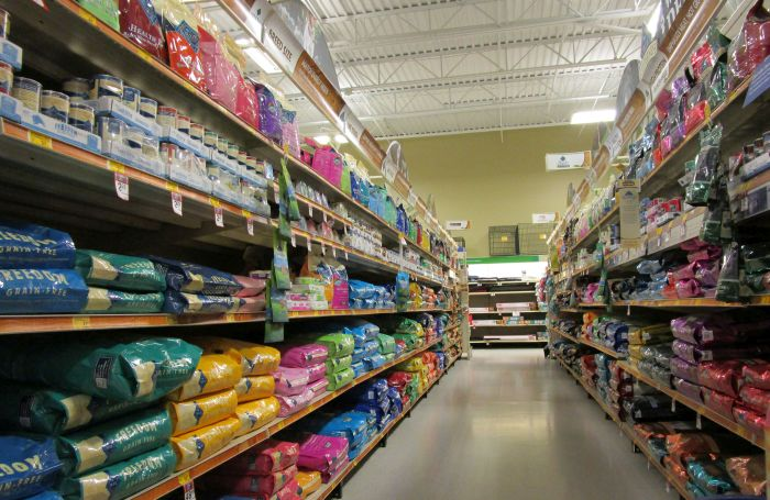 Dog-food-aisles-in-pet-store