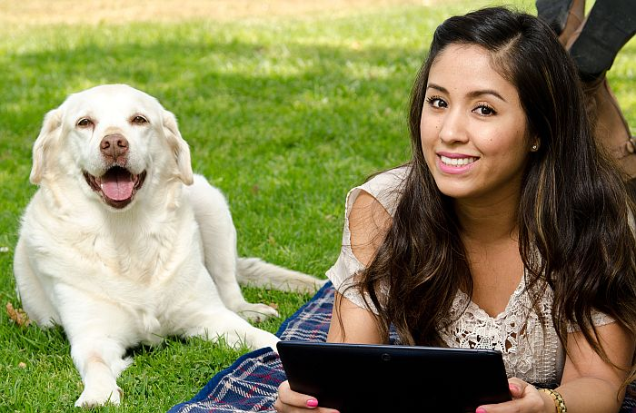 Woman dog computer tablet latina online e commerce