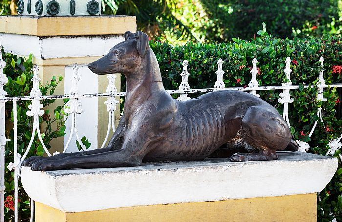 Dog-sculpture-metal-statue